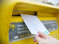 L'absence de remise d'un courrier de licenciement par la Poste ne prive pas la rupture de cause réelle et sérieuse.